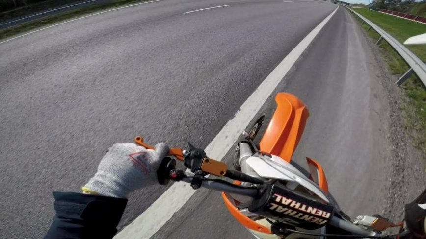 Motorcycle Rider Recovers From Downright Deadly Speed Wobble
